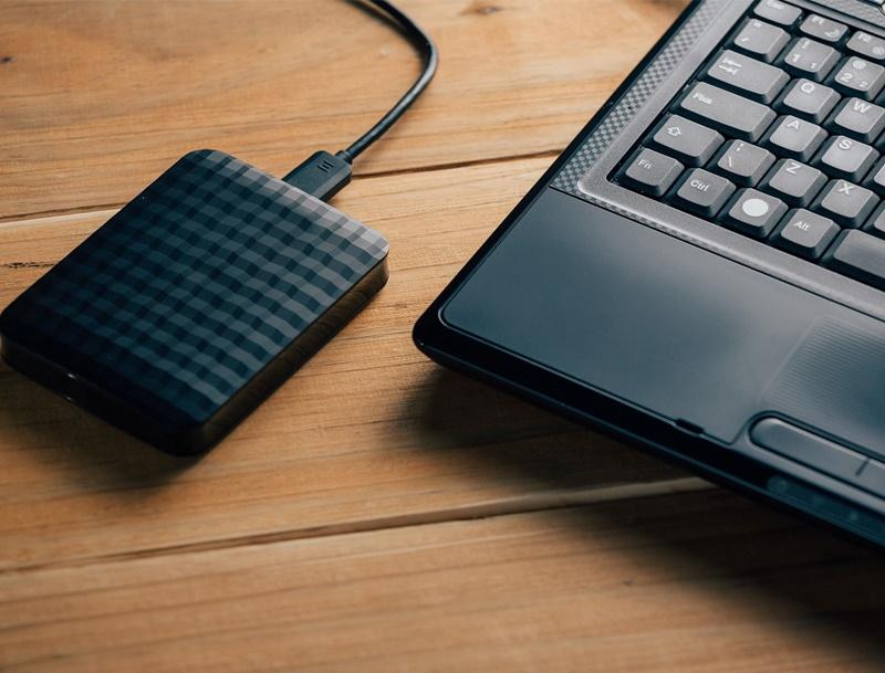 Quais os riscos de fazer backup de arquivos importantes em um HD externo?